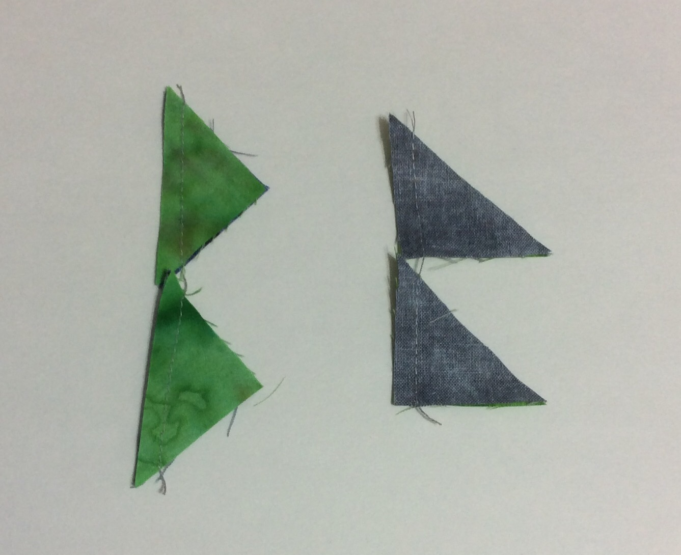 two ways of sewing half square triangles